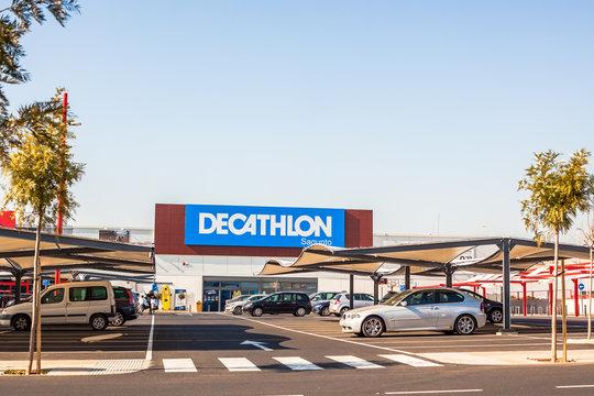 Decathlon store retail chain brand logo