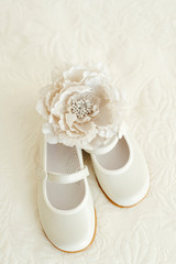 Girl slippers with a white artificial rose
