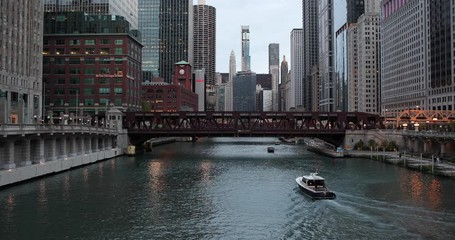 Fototapete - Chicago river evening skyline buildings