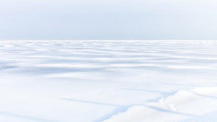 Plain white field covered in snow, arctic landscape Fototapete