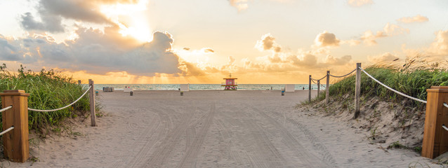 Pathway to the beach in Miami Beach Florida with ocean background at sunrise Fototapete