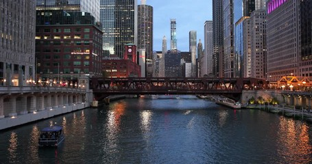 Fototapete - Chicago downtown river buildings bridge skyline evening