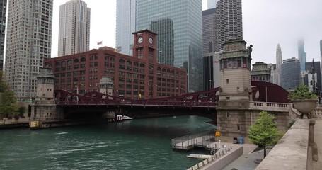 Fototapete - Chicago river downtown skyline buildings bridges