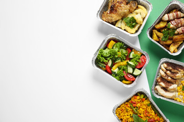 Papiers peints Magasin alimentation Lunchboxes on color table, flat lay. Healthy food delivery