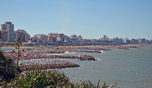 Estalla el verano en Mar del Plata, Argentina