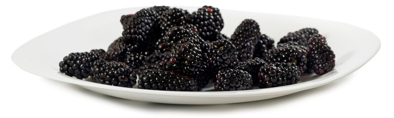 Fototapete - Isolated image of ripe blackberry on white background closeup