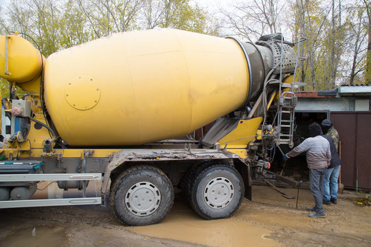 Concrete.Concrete mixer on the car. Fill the floor with concrete.