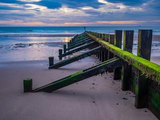 Aberdeen / Szkocja - 6 października 2019: Falochron na nadbrzeżu w Aberdeen