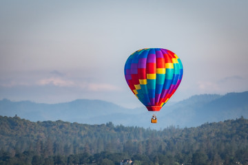 Zelfklevend Fotobehang Ballon Colorful hot air balloon over Grants Pass Oregon on a beautiful summer morning