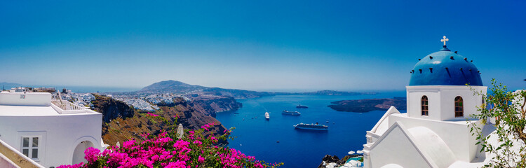 Fotobehang Santorini Picturesque view of blue sea and white church