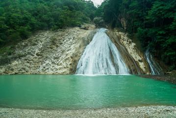 Fototapeta Bassin Zim, Haiti (Hinche)  waterfall on a lake obraz