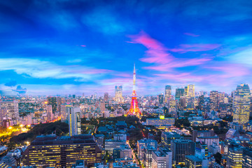 Photo sur Aluminium Tokyo Cityscape of Tokyo, city aerial skyscraper view of office building and downtown and street of minato in tokyo with sunset / sun rise background. Japan, Asia