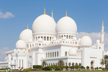 Canvas Prints Abu Dhabi Sheikh Zayed Grand Mosque in Abu Dhabi, the capital city of United Arab Emirates.