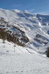Fototapete - Skiing slopes in the French Alpes