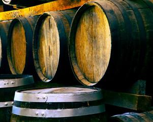 Fototapete - Wine barrels stacked