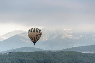 Poster Ballon A hot air balloon flies over a sea of clouds in the region of La Garrotxa, in Girona (Spain) at dawn.