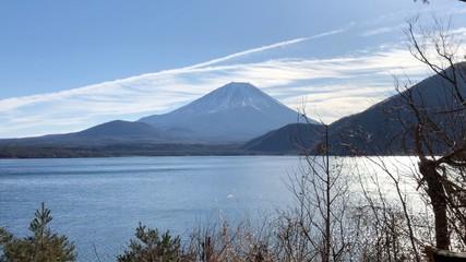 飛行機雲と富士山