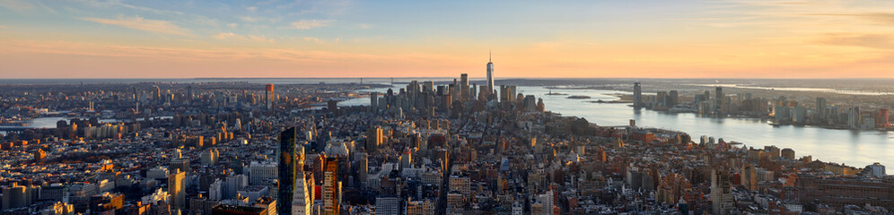 Foto op Plexiglas New York Aerial panoramic view of New York City at Sunset . Brooklyn (left), Midtown and Lower Manhattan (center) with Jersey City (right). USA