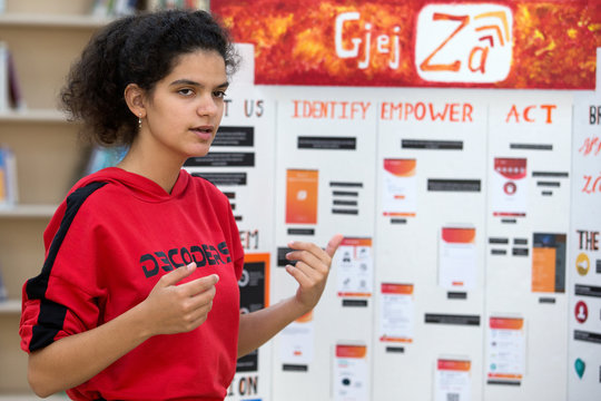 "Dea Rrozhani co-creator of ""GjejZa"" app, presents in Tirana"