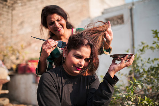 Applying henna hair dye