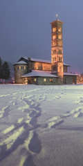 Fotomurales - Kirche St. Karl Borromaus in the Evening, St Moritz, Switzerland