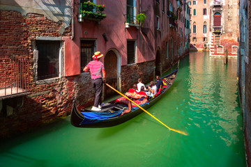 Photo sur Aluminium Gondoles Gondolas on Canal in Venice, Italy