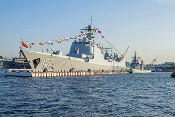 Chinese Navy guided-missile destroyer Xi'an (153) on the Neva River in Saint Petersburg, Russia
