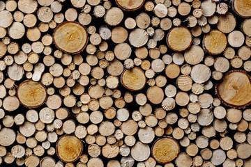 Photo sur Aluminium Texture de bois de chauffage Round firewood texture. Pile of wood logs ready for winter.