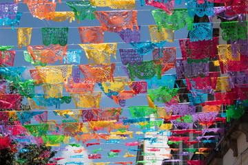 The confetti is an ornamental paper craft product that is worked in Mexico and serves to decorate festivities of the day of the dead