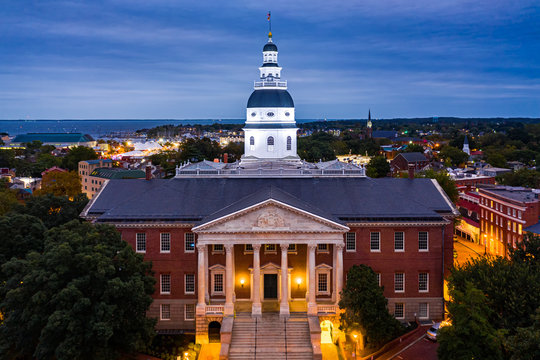 Maryland State House, in Annapolis, at dusk. The Maryland State House is the oldest U.S. state capitol in continuous legislative use, dating to 1772 and housing the Maryland General Assembly.