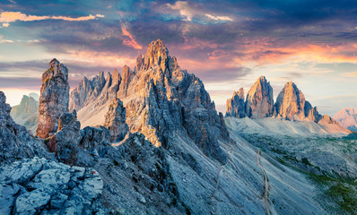 Fotobehang Nachtblauw Unbelievable morning view of Paternkofel and Tre Cime Di Lavaredo mpountain peaks. Wonderful summer sunset in Dolomiti Alps, South Tyrol, Italy, Europe. Beauty of nature concept background.