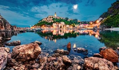 Photo sur Aluminium Bleu jean Wonderful evening cityscape of Vrbnik town. Splendid summer seascape of Adriatic sea, Krk island, Kvarner bay archipelago, Croatia, Europe. Beautiful world of Mediterranean countries.