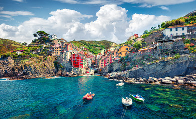 Spoed Foto op Canvas Liguria Sunny summer view of Riomaggiore - Cique Terre sequence of hill cities. Wonderful morning view of Liguria, Italy, Europe. Splendid spring seascape of Mediterranean sea. Traveling concept background.