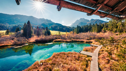Photo sur Plexiglas Marron chocolat Amazing morning view of Zelenci nature reserve. Sunny autumn scene of Julian Alps, Kranjska gora, Slovenia, Europe. Beauty of nature concept background.