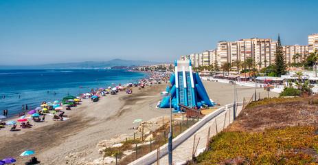 Playa Ferrara mit Wasserrutsch in Torrox Costa