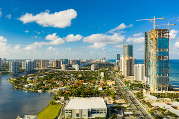Fotomurales - Aerial photo Porsche Design Tower and Turnberry Ocean Club luxury highrise condominiums on the beach