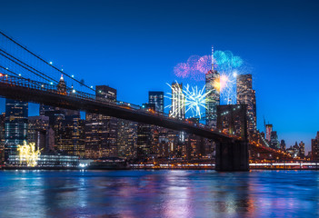 Spoed Fotobehang Brooklyn Bridge New York City Panoramic landscape view of Manhattan with fireworks. New Year 2018 Concept.