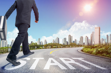 Businessman get ready on starting on the road. Start line on the highway concept for business planning. - Image
