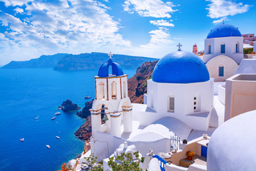 Spoed Foto op Canvas Santorini Beautiful Oia town on Santorini island, Greece. Traditional white architecture and greek orthodox churches with blue domes over the Caldera, Aegean sea. Scenic travel background.