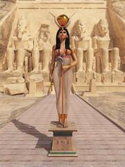 Göttin Hathor vor dem Tempel von Abu Simbel in Ägypten