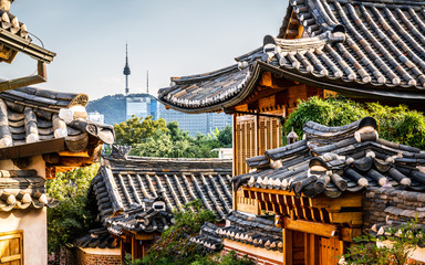 Fotobehang Seoel Bukchon Hanok village scenic view in Seoul with view on roofs and tower in the distance in Korea