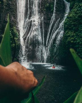Cascade secrète à Bali en Indonésie