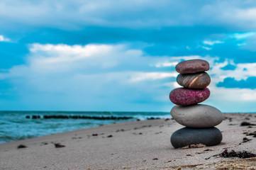 Photo sur Plexiglas Zen pierres a sable Zen stones on the beach with sand and sea view
