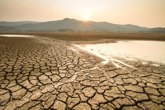 Drying lake effect of extreme weather and heating wave on summer, Climate change and Drought impact