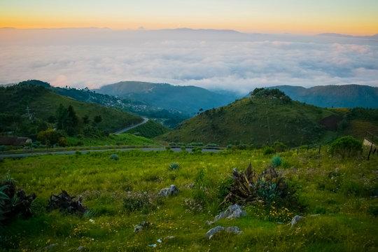 paisaje de carretera y amanecer