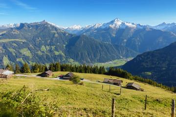 Fototapete - Blick vom Berg ins Zillertal in Tirol