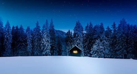 Wall Mural - Blockhütte mit Leuchtendem Fenster in winterlichem Wald