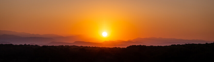 Canvas Prints Cuban Red Sonnenaufgang über dem Taurusgebirge (Panorama)
