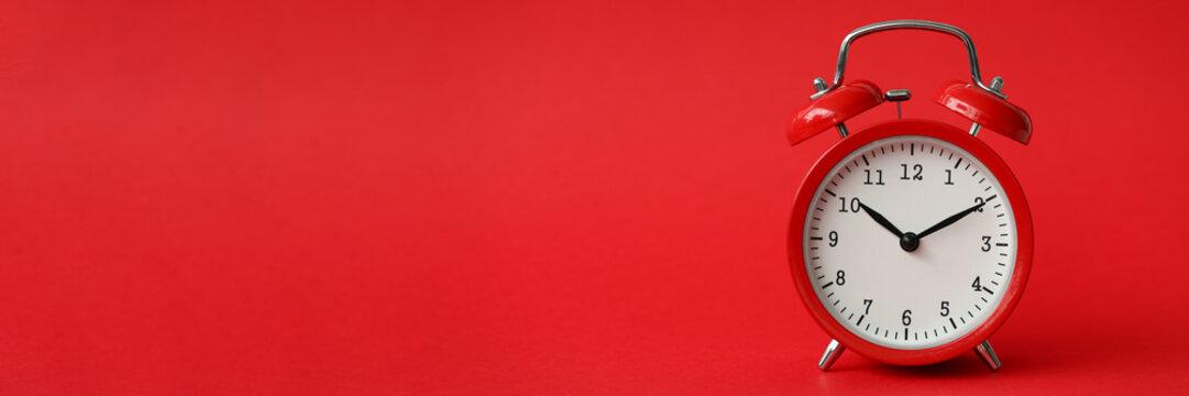 Red alarm clock show 10 hour vintage modern background
