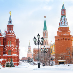 Fototapete - Moscow Kremlin in winter, Russia. It is a top tourist attraction of Moscow. View of Manezhnaya Square in the Moscow center during snowfall. Old Moscow city under snow.